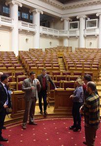Tagungsteilnehmer im Taurischen Palais, dem historischen Sitz des ersten russischen Parlaments